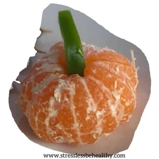 little pumpkins, pumpkins made from clementines, easy pumpkin craft for kids