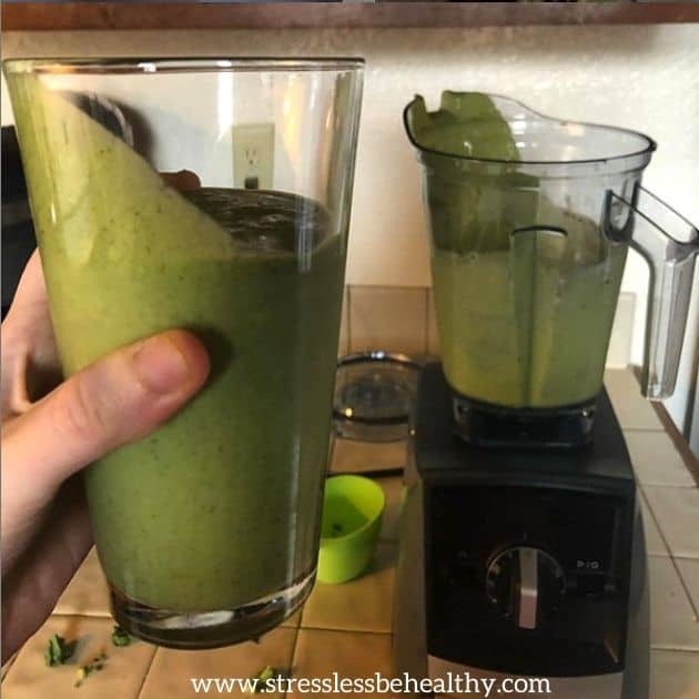 green smoothie with kale and orange juice, high in calcium for vegans